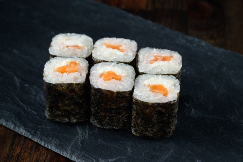 Маки с лососем и сыром